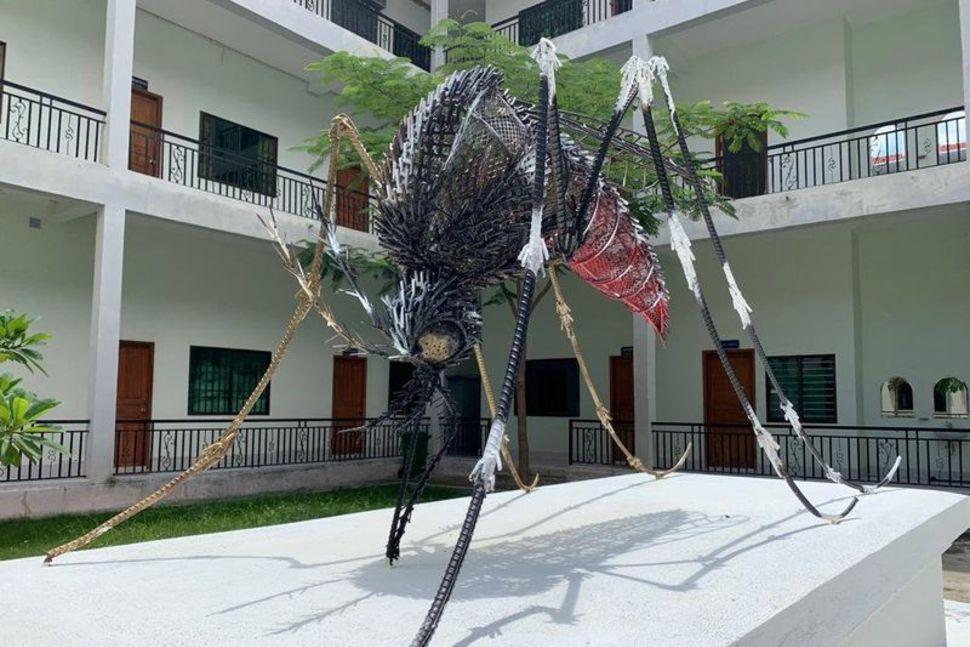 Як скульптура комара підштовхнула до наукової ідеї